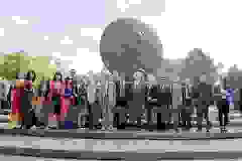 Người Việt tại nước ngoài kỷ niệm 127 năm ngày sinh Chủ tịch Hồ Chí Minh
