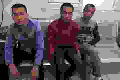 """Hà Nội: Kiểm tra xe """"kẹp 3"""", lòi ra ma túy"""