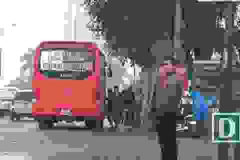 Nhức nhối xe khách dừng đỗ tuỳ tiện ở cửa ngõ phía Bắc Thủ đô