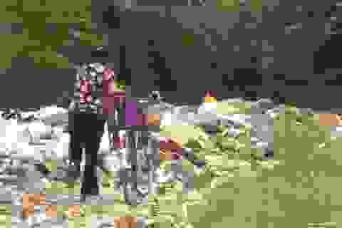 Khu dân cư khốn khổ vì bãi rác lớn tự phát ở Hà Nội