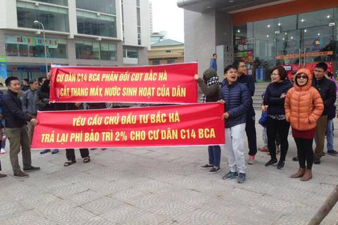 """Bị cắt nước, thang máy, cư dân chung cư C14 Tố Hữu """"cầu cứu"""" Bí thư Hà Nội"""