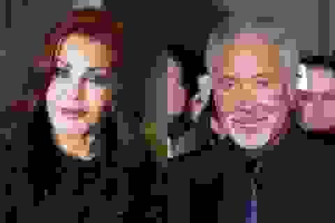 Huyền thoại Sir Tom Jones hẹn hò vợ cũ của ông hoàng Elvis Presley