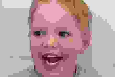 Hài hước phản ứng của cậu bé cắt tóc hỏng
