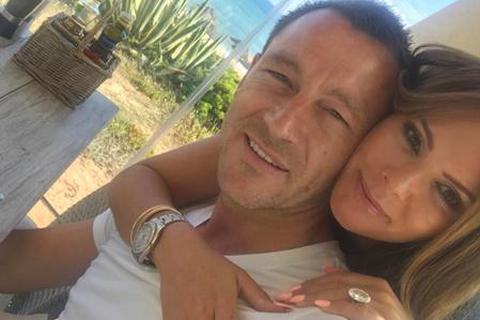 """John Terry bất ngờ """"du hí"""" với bà xã ngay sát ngày chia tay Chelsea"""