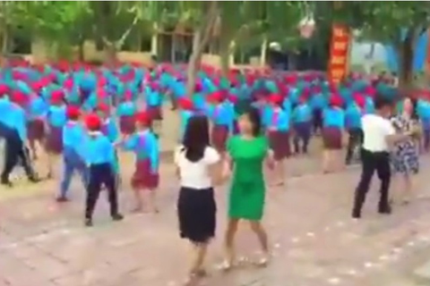 """Cuốn hút """"vũ điệu chào hè"""" của thầy trò tiểu học ở Thái Bình"""