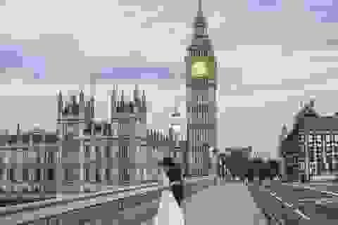 """Bộ ảnh cưới tuyệt đẹp """"khóa môi nhau trên khắp thế gian"""""""