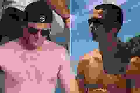 Rooney được phen bẽ mặt khi cởi áo khoe thân giống C.Ronaldo
