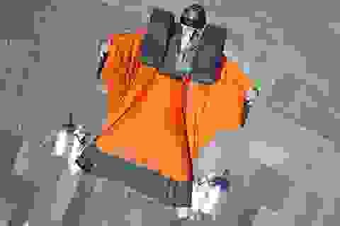 """""""Người sắt"""" có thật thành công bay bằng động cơ ở chân"""