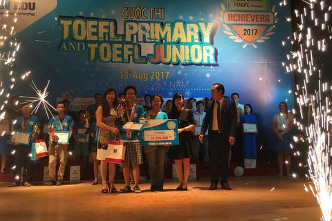 """Quán quân TOEFL Junior Achievers 2017: """"Tiếng Anh tự tìm đến với em"""""""