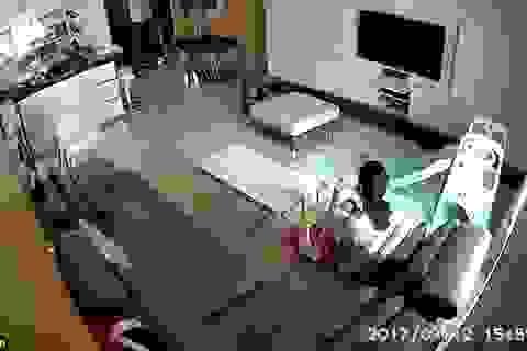 Bà vú tu hết sữa mẹ của em bé bị phát hiện qua camera