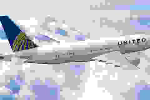 """Hành khách """"não cá vàng"""" 3 lần liên tiếp cố mở cửa máy bay"""