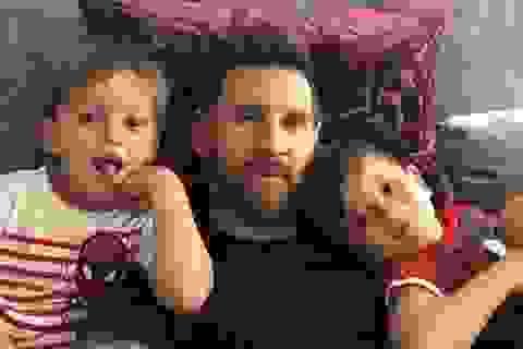 Messi hạnh phúc khoe ảnh vui đùa bên con