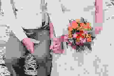 Xúc động bộ ảnh cưới của cặp vợ chồng già bên nhau đã 60 năm