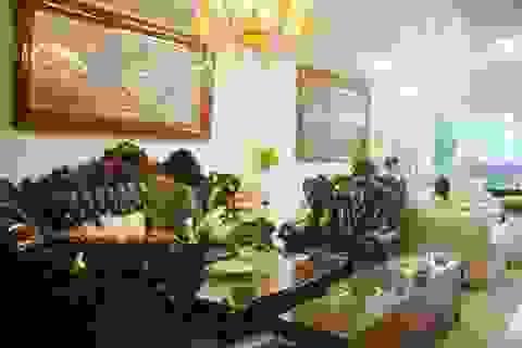 Bộ sofa tân cổ điển cá chép hoa sen có giá khủng tại Việt Nam