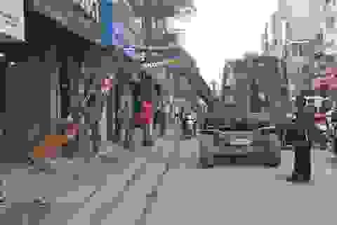 """Hà Nội tăng cường cần cẩu, máy xúc """"giải phóng"""" vỉa hè"""