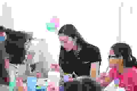 """Phan Anh, Helly Tống """"kết nối yêu thương"""" với trẻ em mái ấm Đà Nẵng"""