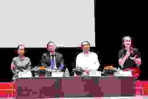 """Chuyên gia Phạm Chi Lan: """"Sinh viên Việt thiếu nhất sự tự tin giao tiếp"""""""