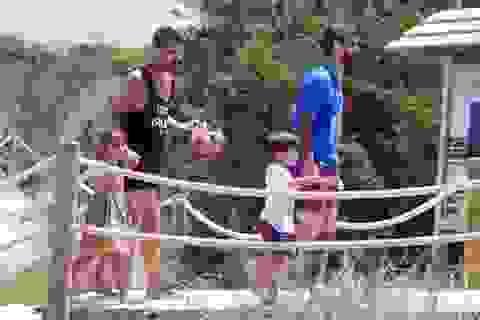 Messi rủ rê Fabregas cùng đưa bạn gái đi chơi
