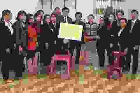 Prudential chi trả nhanh quyền lợi bảo hiểm cho học sinh bị tai nạn giao thông xe buýt tại Gia Lai