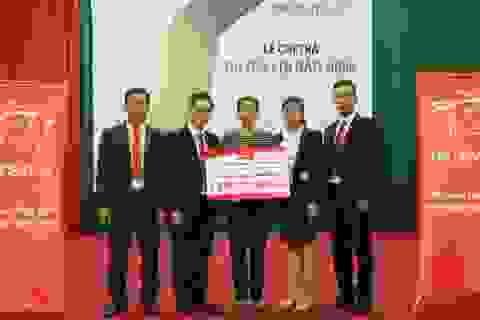 Prudential chi trả quyền lợi bảo hiểm cho khách hàng tại Hưng Yên
