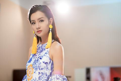BTV Quỳnh Chi suýt ngã quỵ vì ghi hình The Voice suốt 10 tiếng