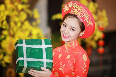 """""""Loa phường"""" Quỳnh Kool đáng yêu trong tà áo dài đón Xuân"""