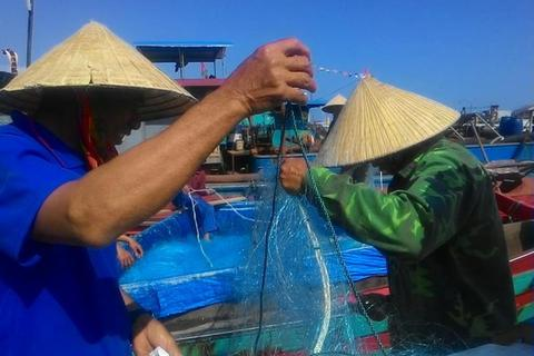 Ngư dân hào hứng chuẩn bị chuyến ra khơi đầu năm