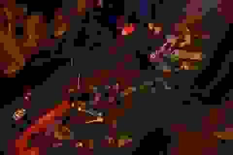 Phố đi bộ Nguyễn Huệ ngập rác sau chương trình chào đón năm mới