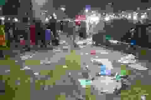 Đường phố tràn ngập rác sau lễ hội pháo hoa