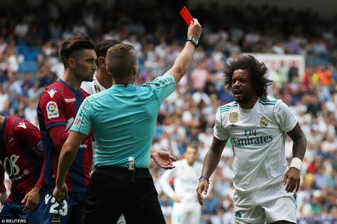 Chơi xấu đối thủ, Marcelo có nguy cơ bị treo giò 4 trận