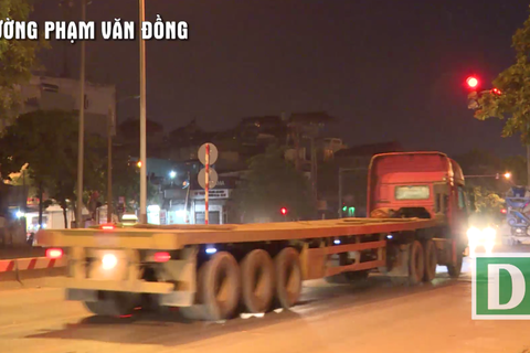 """Hà Nội: """"Hung thần"""" trọng tải lớn """"đại náo"""" tuyến đường nội đô"""