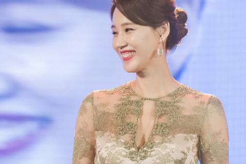 Những khoảnh khắc ấn tượng của đêm hội nhan sắc quy tụ dàn sao Việt – Hàn đình đám