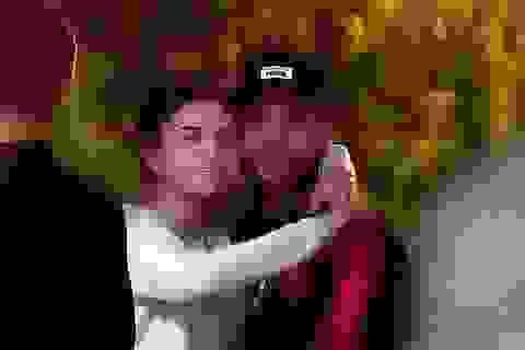 Selena Gomez hạnh phúc bên bạn trai đi chơi công viên
