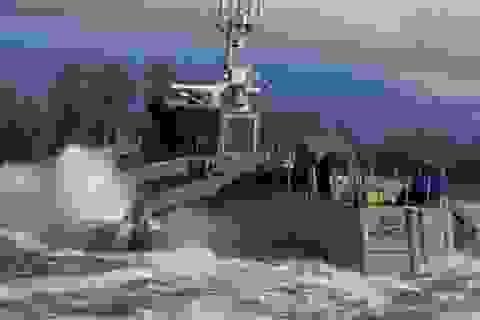 Sea Hunter tung đòn kép khiến tàu ngầm lộ diện