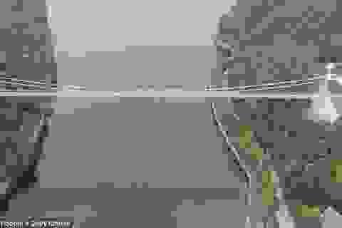 Cầu đáy kính nối liền hai đảo ở Trung Quốc