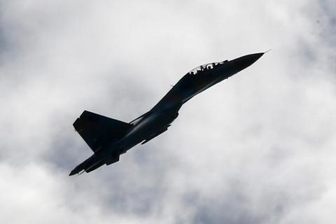 Máy bay Nga mang tên lửa áp sát máy bay do thám Mỹ