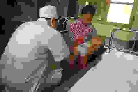 """Vì sao nhiều trẻ ở Hưng Yên """"đua"""" nhau điều trị hẹp bao quy đầu?"""