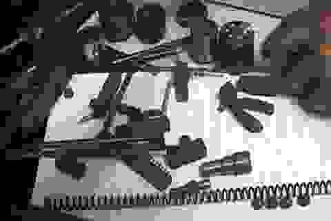Bắt khẩn cấp đối tượng nghiện ma túy, có 2 tiền án lại còn tự sản xuất súng
