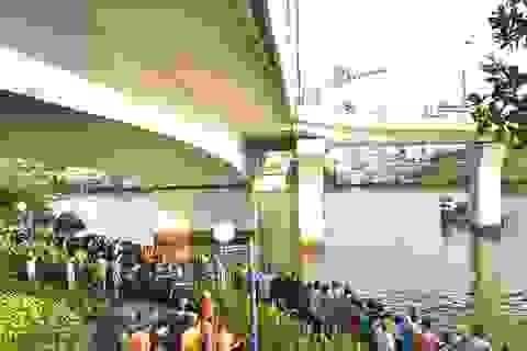 Đâm xe vào thành cầu, 2 thanh niên rơi xuống sông