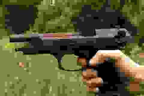 Cậu bé 12 tuổi vô tình bắn vào đầu cha khi đang được dạy... sử dụng súng an toàn