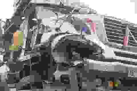 Tai nạn liên hoàn tại Đại lộ Thăng Long gây ùn tắc kéo dài