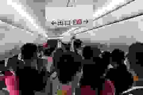 """""""Ngồi nhầm"""" khoang thương gia, hành khách Trung Quốc hành hung từ tiếp viên tới cảnh sát"""