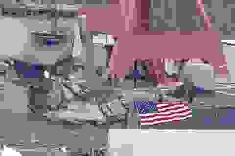 Tàu chiến Mỹ không né tàu hàng Philippines dù được cảnh báo trước