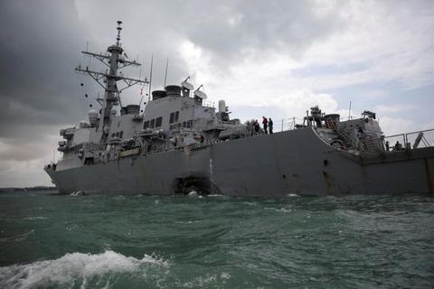 Mỹ ngừng hoạt động tàu chiến trên toàn thế giới sau vụ va chạm tàu dầu