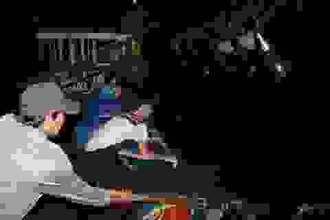 Bị cá cắn đứt gân tay, ngư dân được đưa gấp lên đảo cấp cứu