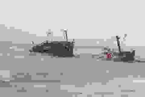 Cứu hộ 1 tàu cá bị đánh chìm trên biển