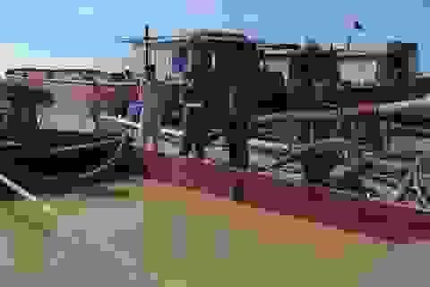 Bắt giữ 2 tàu hút cát trái phép trong đêm, trên sông Thái Bình