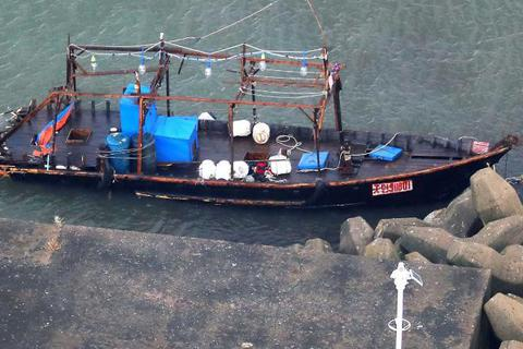 """Phát hiện 8 bộ xương người trên """"tàu ma"""" dạt vào Nhật Bản"""