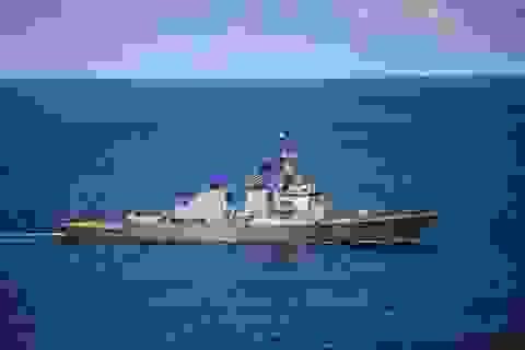 Tàu khu trục Mỹ tuần tra sát đá Vành Khăn ở Trường Sa