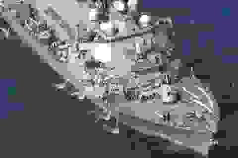 Tàu chiến Mỹ suýt chìm sau cú va chạm tàu hàng Philippines
